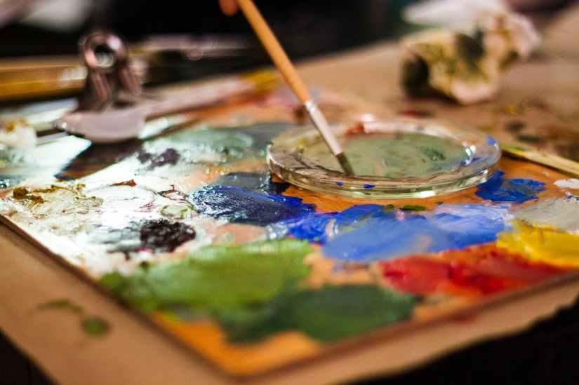 painting brush on palette